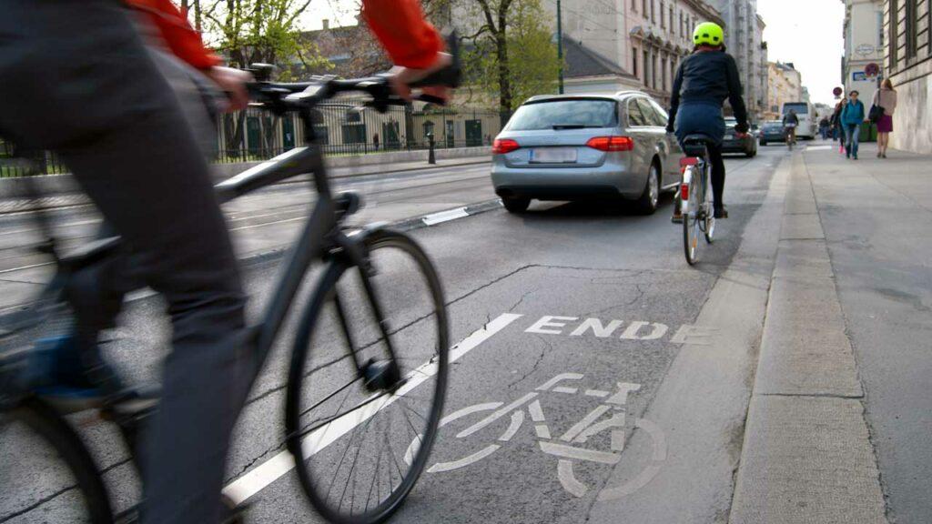 Fahrradsicherheit bedeutet sicher radeln - Vorsicht und gegenseitige Rücksichtnahme gehören dazu